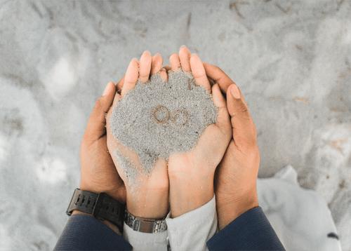 Ritual de la arena en la ceremonia de boda